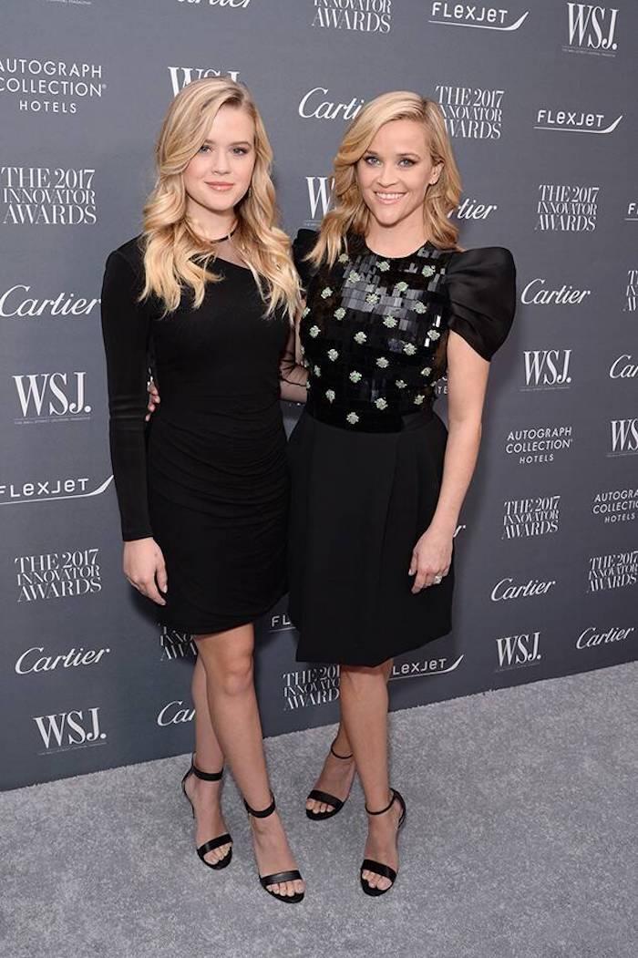 La petite robe noire accessoirisé bien avec les memes chaussures pour mere et fille, idée Reese Witherspoon et Luna au tapis rouge