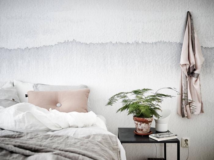 idee tete de lit à effet peinture aquarelle dans une chambre minimaliste aménagée avec grand lit et meubles noirs