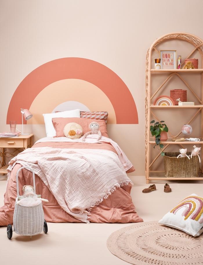 comment fabriquer tete de lit pour customiser une chambre d'enfant, DIY tête de lit en forme arc-en-ciel de couleurs sablées