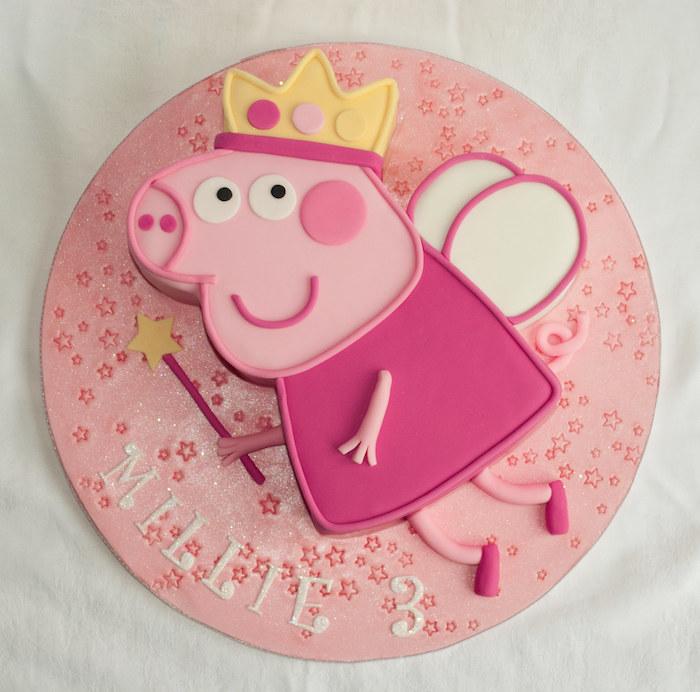 Rose gateau de couches cochon avec couronne dessin peppa pig sur gateau rose chocolat