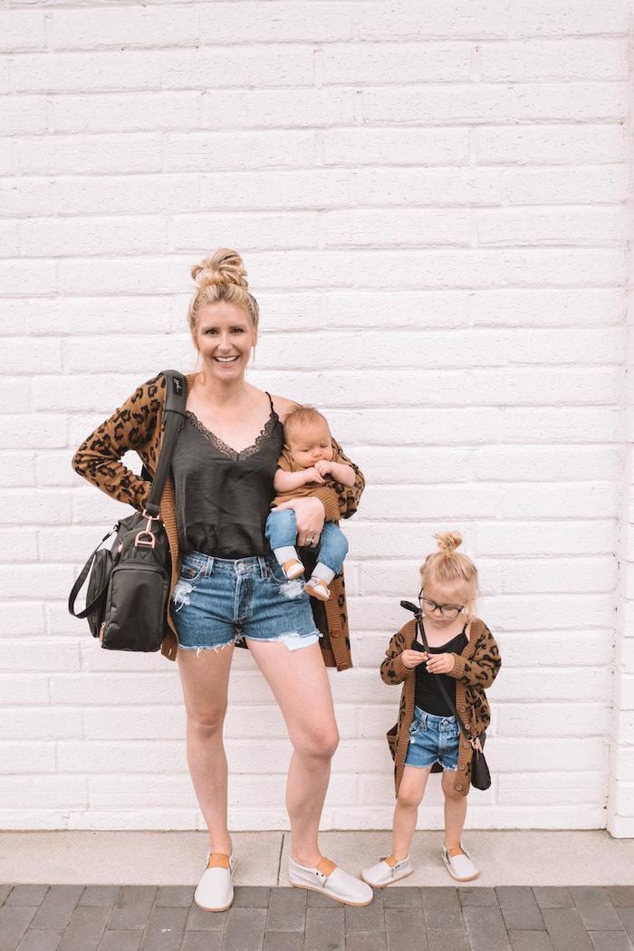 Mère de deux tenue classe femme, habiller ses enfants comme soi été tenue pour n'avoir ni trop chaud ni trop froid