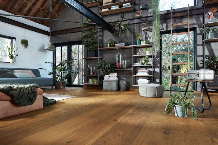 Mur blanche et plafond bois dans une maison moderne avec grand salon industrielle déco, plante dans une chambre, intérieur moderne exotiques plantes