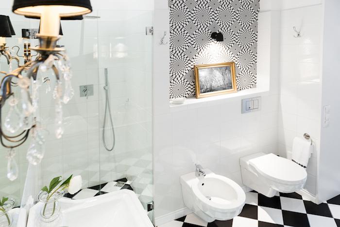 Tableau blanc et noir illusion optique, idee deco salle de bain, décoration murale salle de bain inspiratrice