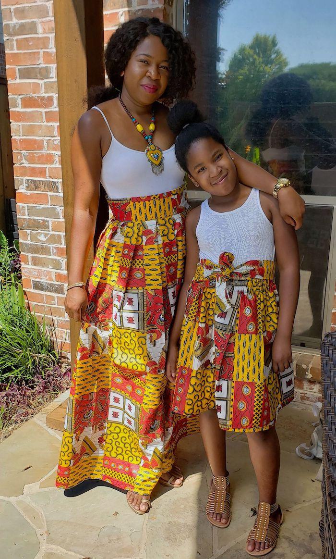 Robe pagne africaine magnifique motif jupe longue ou mi longue, idée tenue pour assister à un mariage, robe mere fille chic