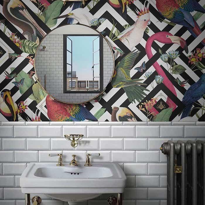 Papier peinte avec animaux exotiques, stickers salle de bain, la plus belle salle de bain déco murale