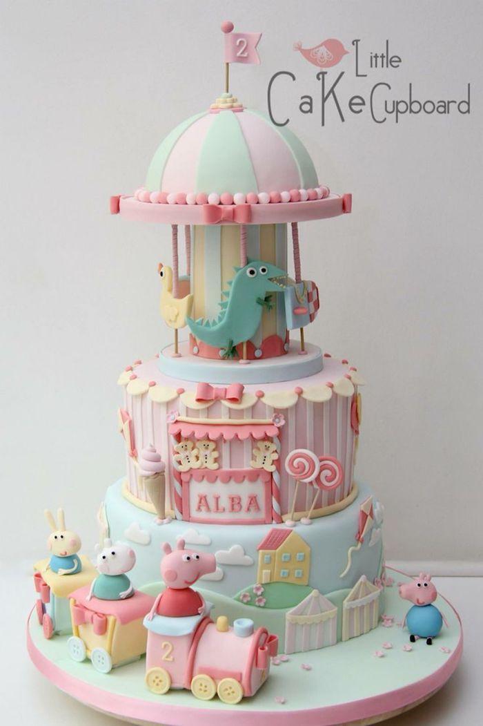 Carousel couleurs pastel deco gateau peppa pig, gateau anniversaire peppa pig, originale decoration de gateau en trois etages