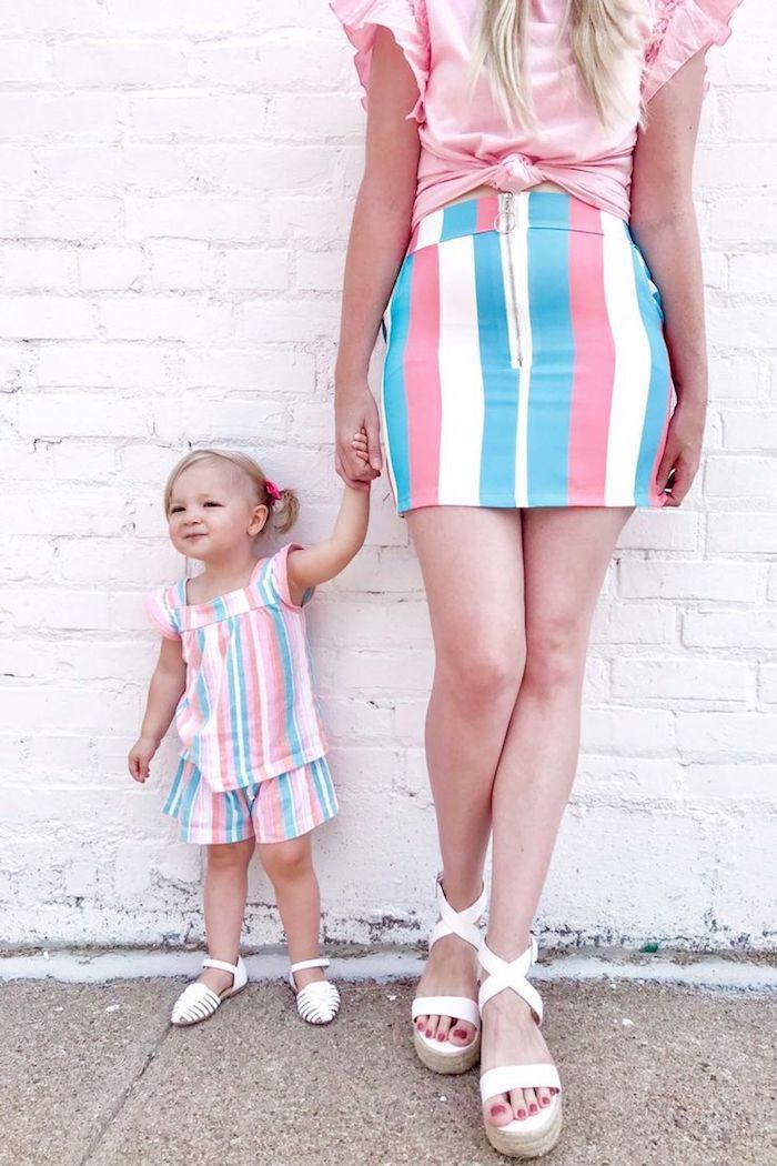 Rayé tenue complet pour mère et petite fille aux couleurs pastel, idée vetement mere fille assortie, belle robe mere fille assortie