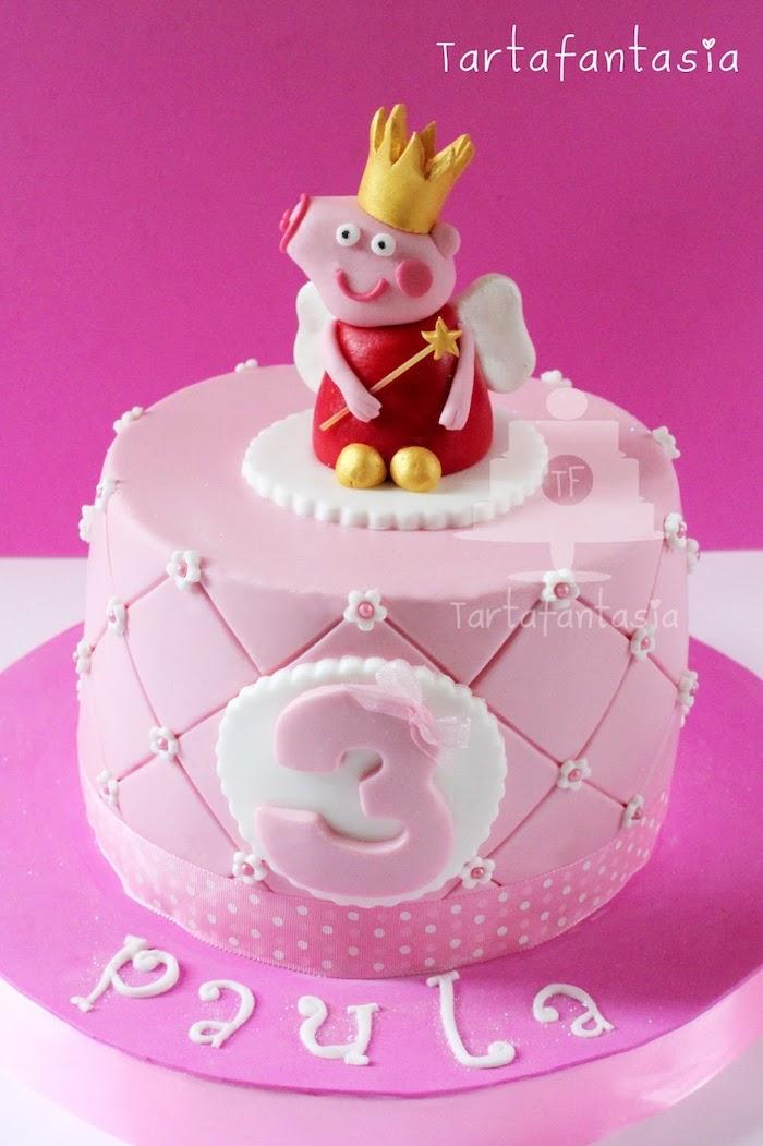 Gâteau anniversaire fille 3 ans, peppa pig avec couronne et baguette magique gateau d anniversaire enfant, comment le décorer bien
