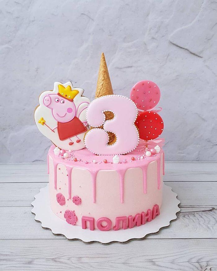 Peppa pig biscuit décorative sur le gateau anniversaire 3 ans fille, gâteau peppa pig chocolat coloré en rose
