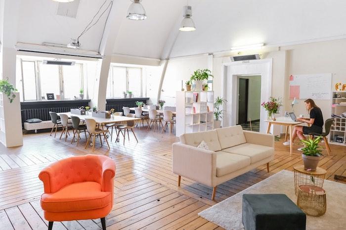 Accent sur la décoration et l'aménagement durable au bureau moderne, tendances à connaître en 2020
