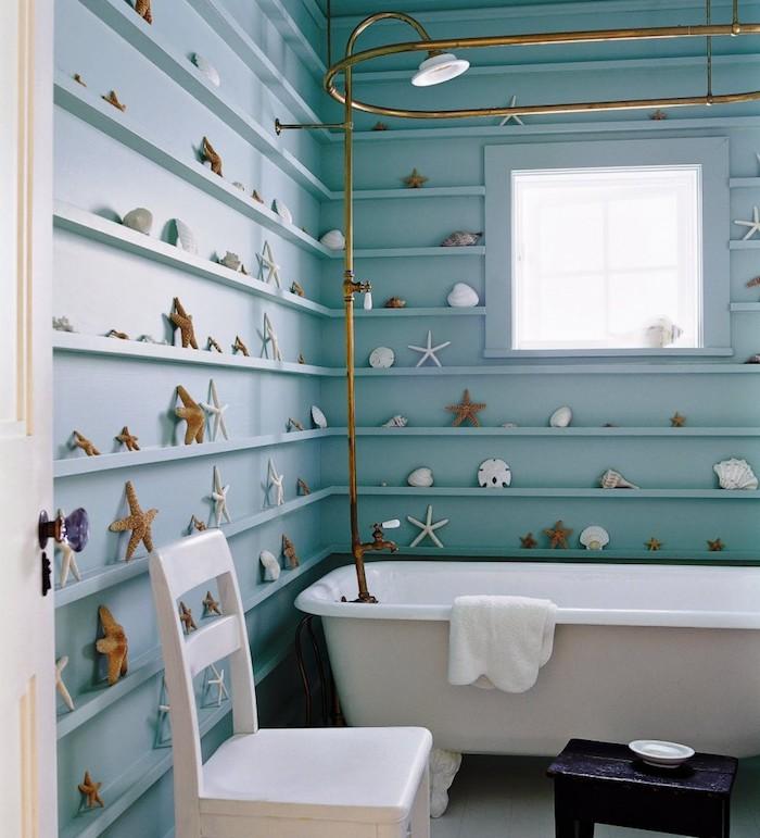 Douche vintage doré, salle de bain contemporaine theme maritime, décoration murale salle de bain