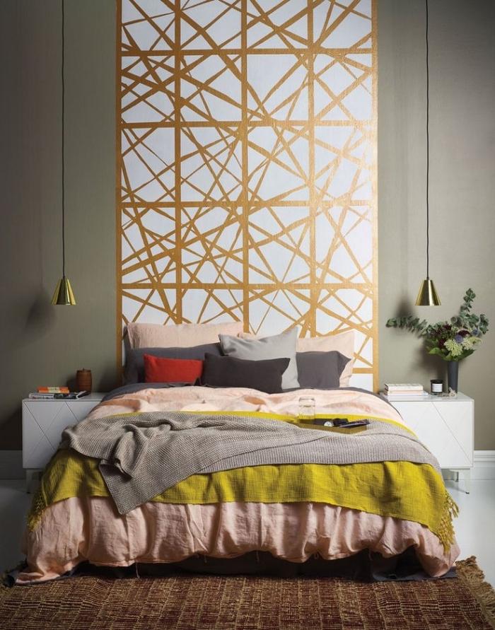 diy tete de lit réaliser avec peinture blanche à motifs dorés, décoration pièce moderne aux murs vert avec accents pastel
