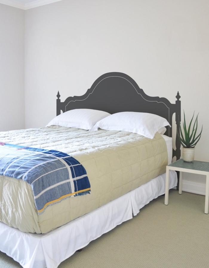 comment décorer une petite chambre à coucher en couleurs neutres, fabriquer une tete de lit originale en peinture grise