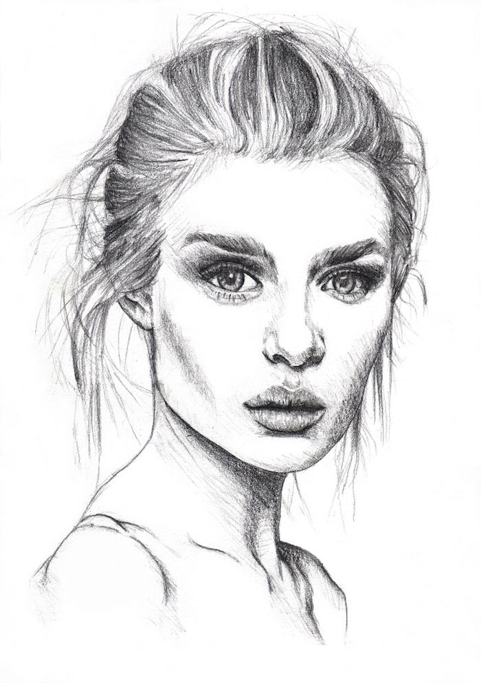 cheveux femme attachés en chignon boheme, des yeux expressifs, petite bouche et nez, belle femme portrait