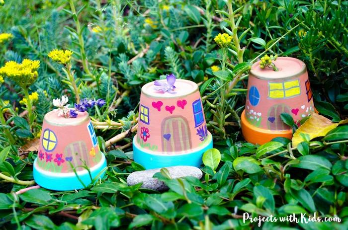 decoration jardin a faire soi meme, maisons de fée dans pot de terre dessins enfant simples, idee deco exterieur pas cher diy