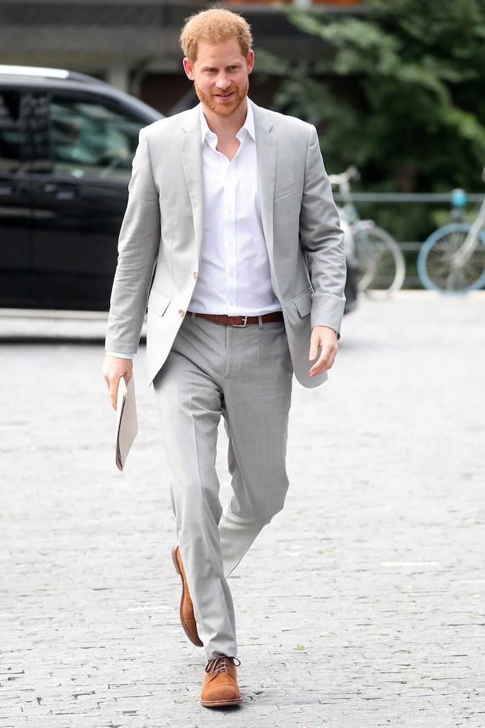 Gris claire costume de prince Harry, style vestimentaire homme, tenue classe pour homme