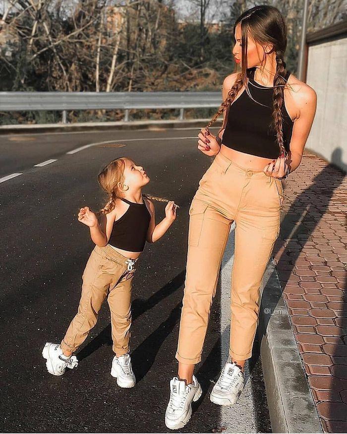 Promenade en plein nature cargo pantalon et haut court, tenue mere fille, ensemble mere fille tenue classe femme