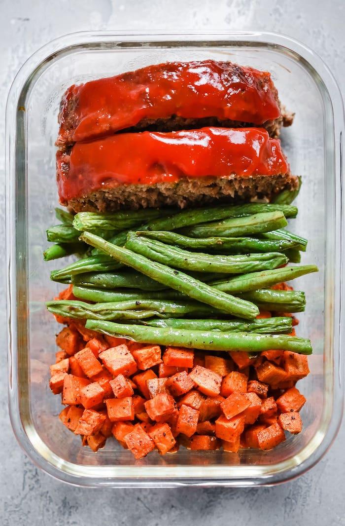 comment faire pain de viande avec glaçage tomate, haricots verts, cubes de patate douce, recette équilibrée de repas à emporter au travail