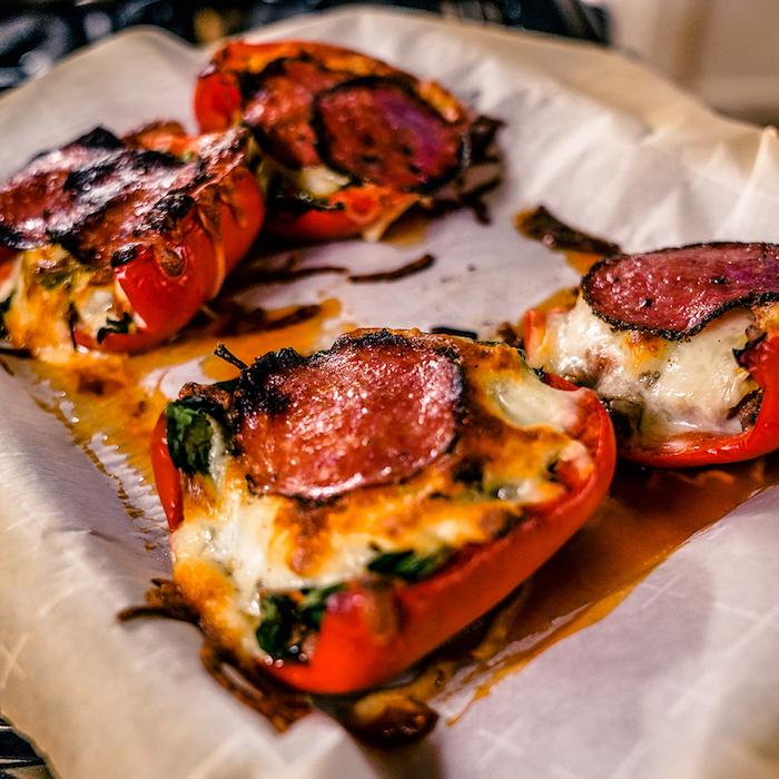 idée recette cétogène facile à préparer soi-même, déjeuner sain avec poivrons et fromage