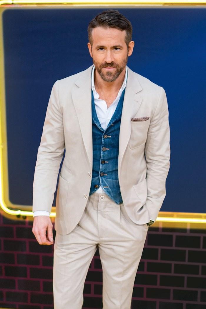 Originale idée costume trois pièces avec gilet en denim casual style, tenue classe pour homme classe moderne