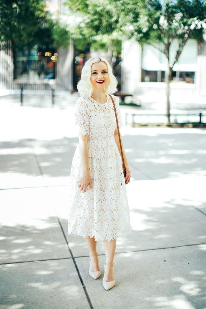 exemple de robe blanche dentelle longueur genoux à manches courtes, idée comment bien s'habiller femme