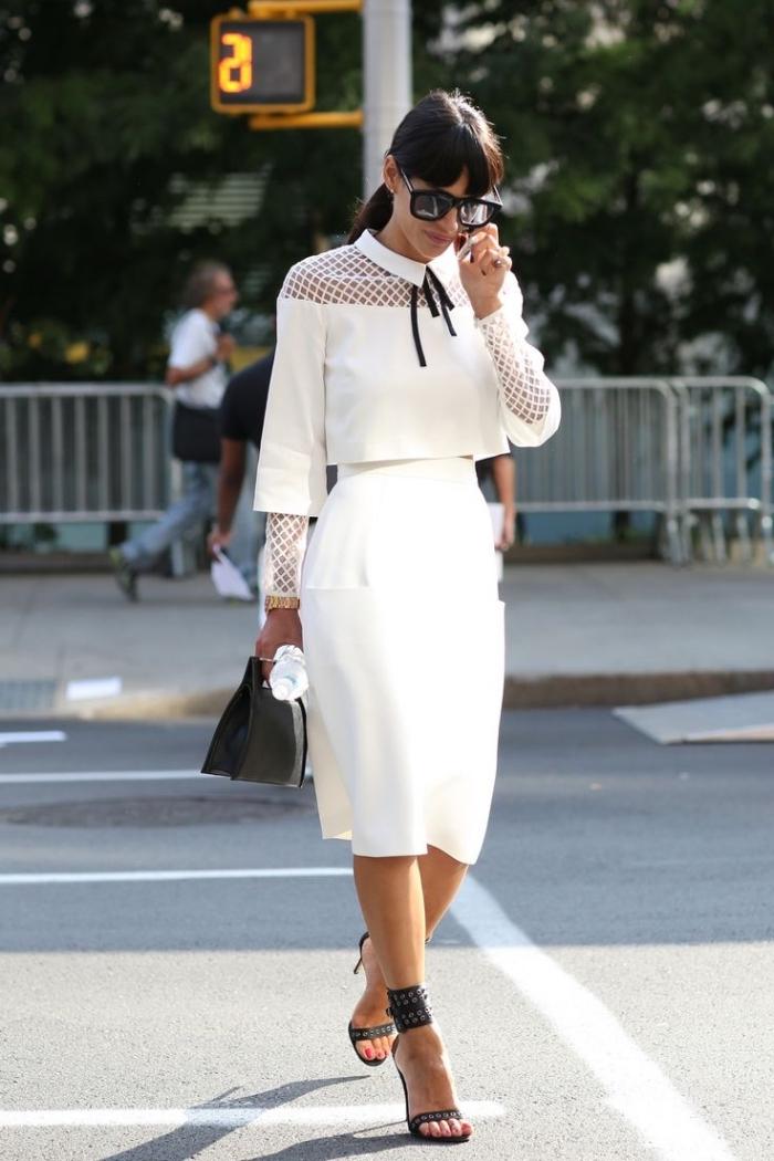 tenue blanche femme élégante, idée style vestimentaire femme d'affaire élégante, look femme stylée en blanc et noir