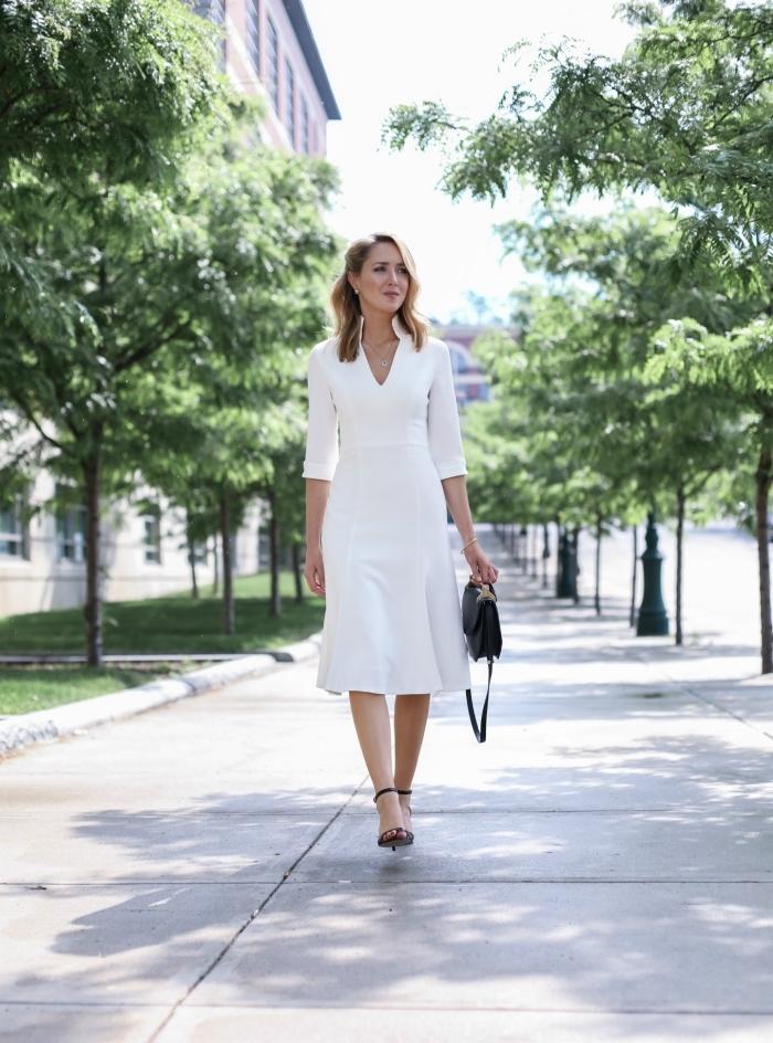 look femme élégante en vêtements blancs et chaussures noires, modèles de robes de soirée chic et classe en blanc