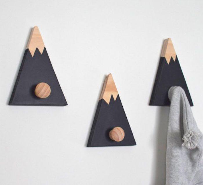 Triangle porte serviette montagne en bois, salle de bain contemporaine, aménagement pièce d eau