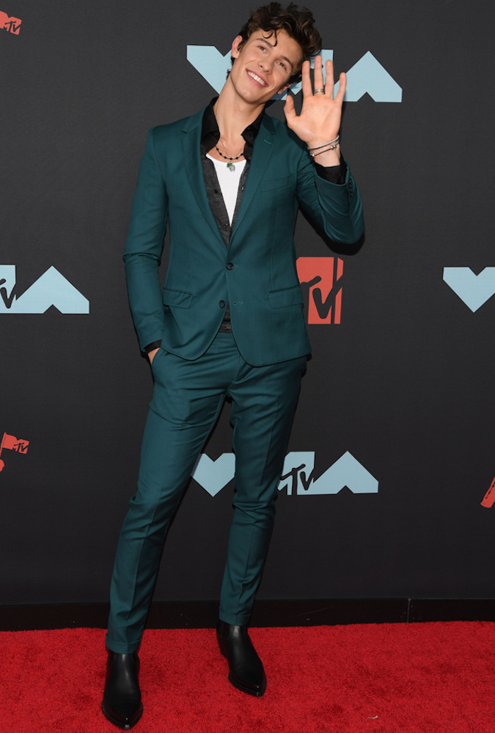 Tenue tapis rouge homme classe, inspiration tenue classe homme classe shawn mendes