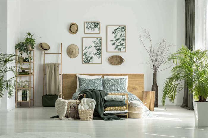 Tete de lit en bois, échelle de rangement, plante interieur dépolluante, plante d'intérieur haute verte