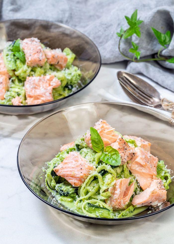 salade de spaghettis à la courgette avec pesto de basilic et des tranches de saumon, que manger ce soir ou midi
