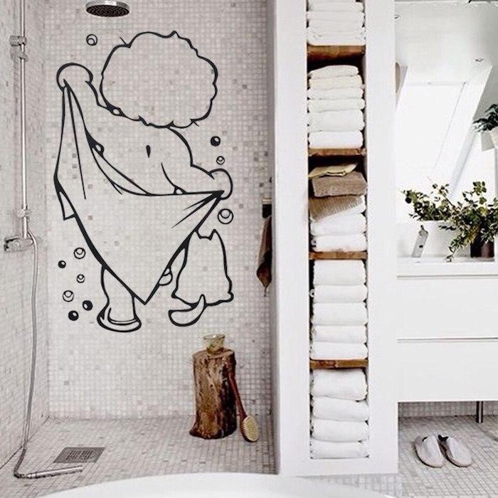 Sricker enfant et son chat dans la salle de bain deco, inspiration salle de bain avec baignoire