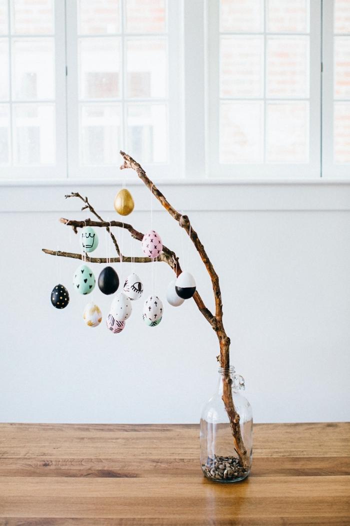 comment faire un arbre DIY en branches décorées d'oeufs de Pâques, idée de bricolage de paques facile et rapide