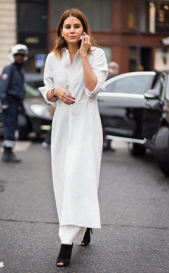 modèle de robe longue blanche assortie avec chaussures noires ouvertes, style vestimentaire femme élégante