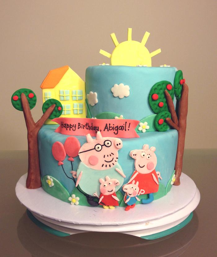 Mère et père Pig promenade pres de sa maison jaune, idée deco gateau peppa pig, gateau anniversaire 3 ans