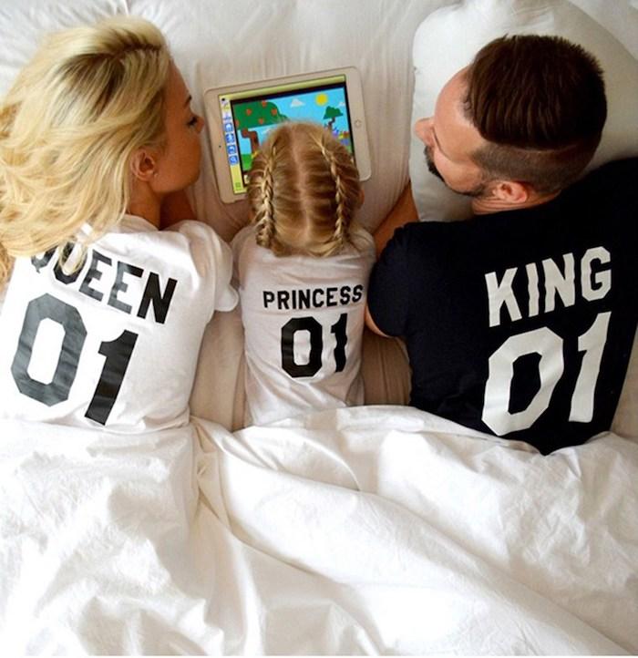 Famille princesse t-shirt, pyjama famille rois, les plus beaux look mère fille tenue chic femme moderne maman