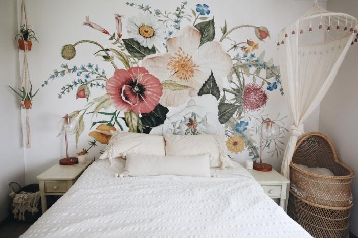 comment décorer une chambre bébé en couleurs naturelles, tete de lit a faire soi meme avec peinture à design floral
