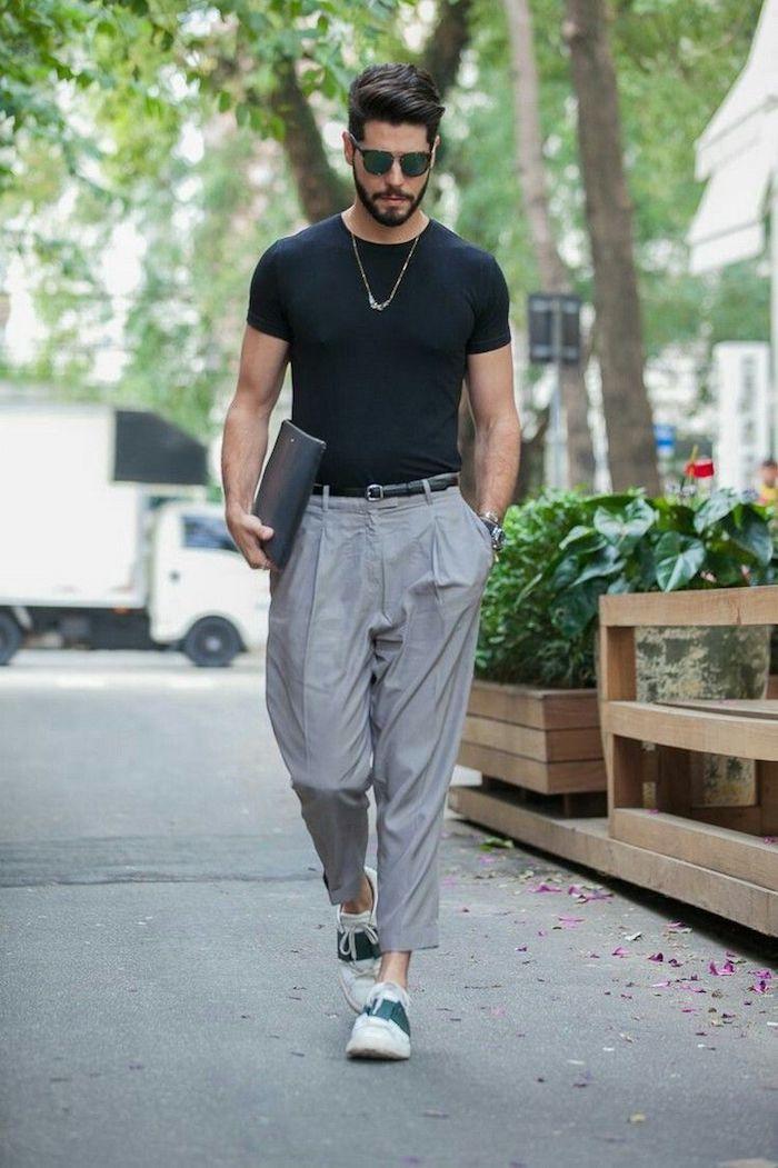 Bohème sur les rues tenue de soirée homme, tenue classe homme chic gris pantalon et t shirt noir