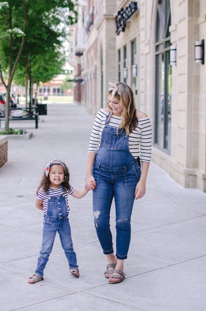 Femme enceinte tenue complete fille maman, tenue décontractée femme enceinte en salopette, idée de tenue pour mère et fille