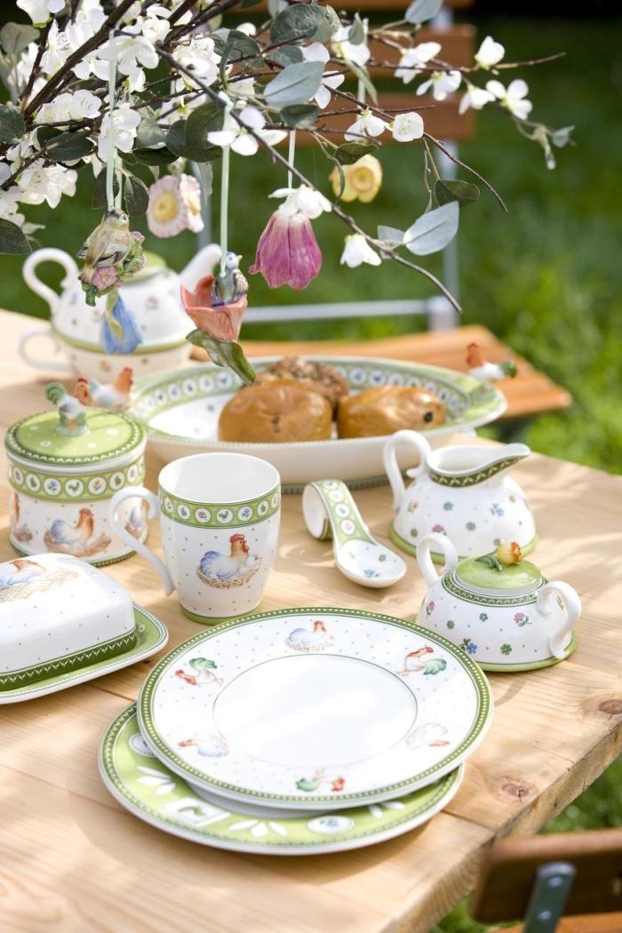 idée activité de paques facile et rapide, exemple comment décorer une table de Pâques avec un bouquet de branches