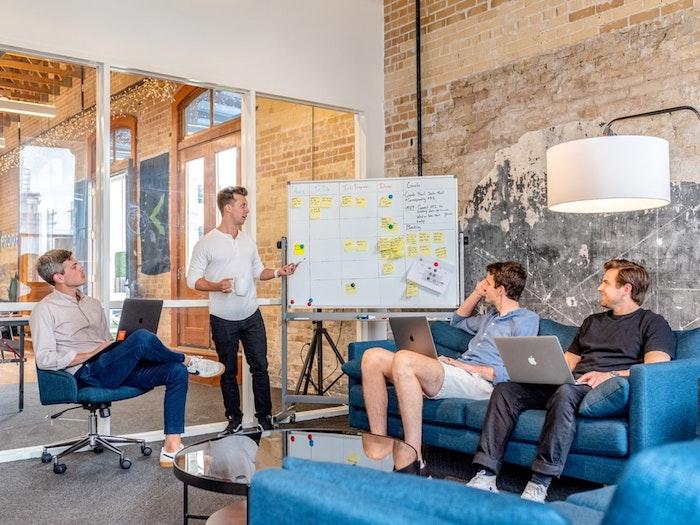 Présentation en tout confort espace industriel bien décoré, comment aménager l'office pour plus de productivité de vos employés