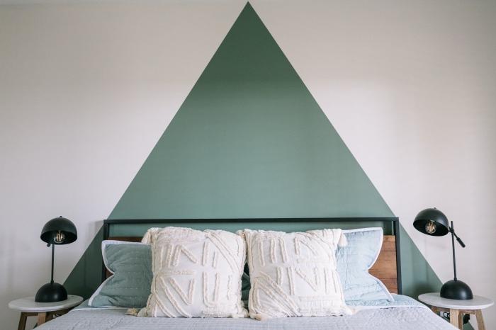 deco tete de lit à réaliser facilement avec couche de peinture verte, design chambre minimaliste aménagée avec meubles bois
