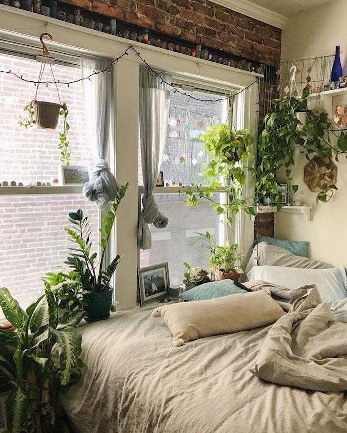 Hippie chic chambre tumblr, guirlande lumineuse, plante d'appartement pour la chambre à coucher, deco jungle