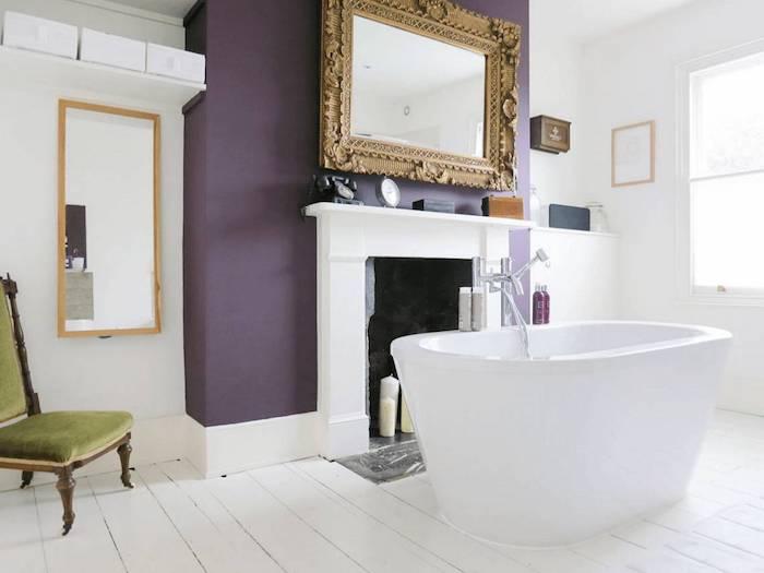 Peinture salle de bain avec baignoire en deux couleurs, decoration murale moderne, deco salle de bain carrelage