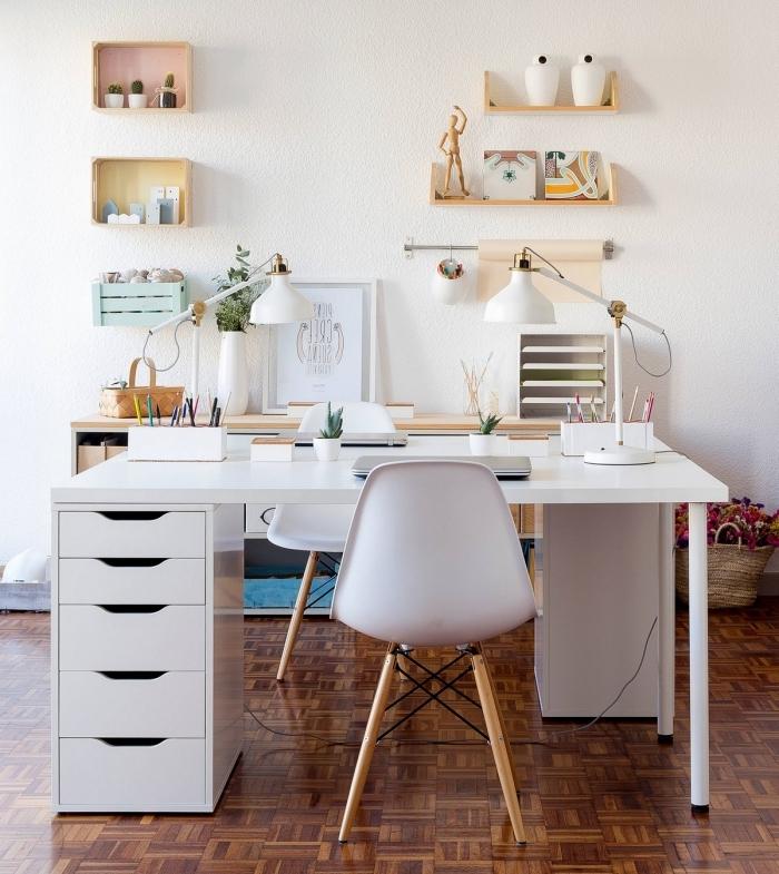 comment bien décorer son coin de travail à domicile, aménagement home office avec bureau avec tiroir blanc et chaise bureau