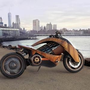 Newron Motors EV-1, une moto électrique française en bois