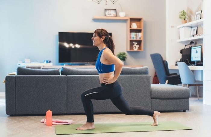 commencer son entraînement avec un exercice cardio maison facile, idée comment rester en forme avec exercices chez soi