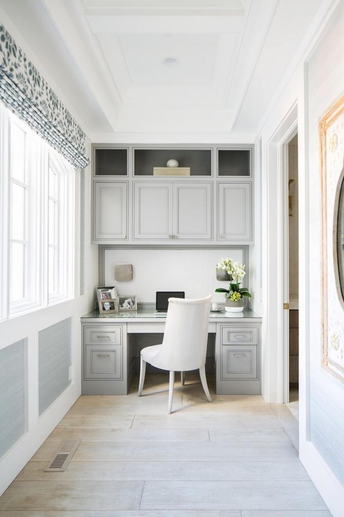 idée comment faire un coin de travail dans son couloir, modèle de secretaire meuble en gris clair installé dans un couloir