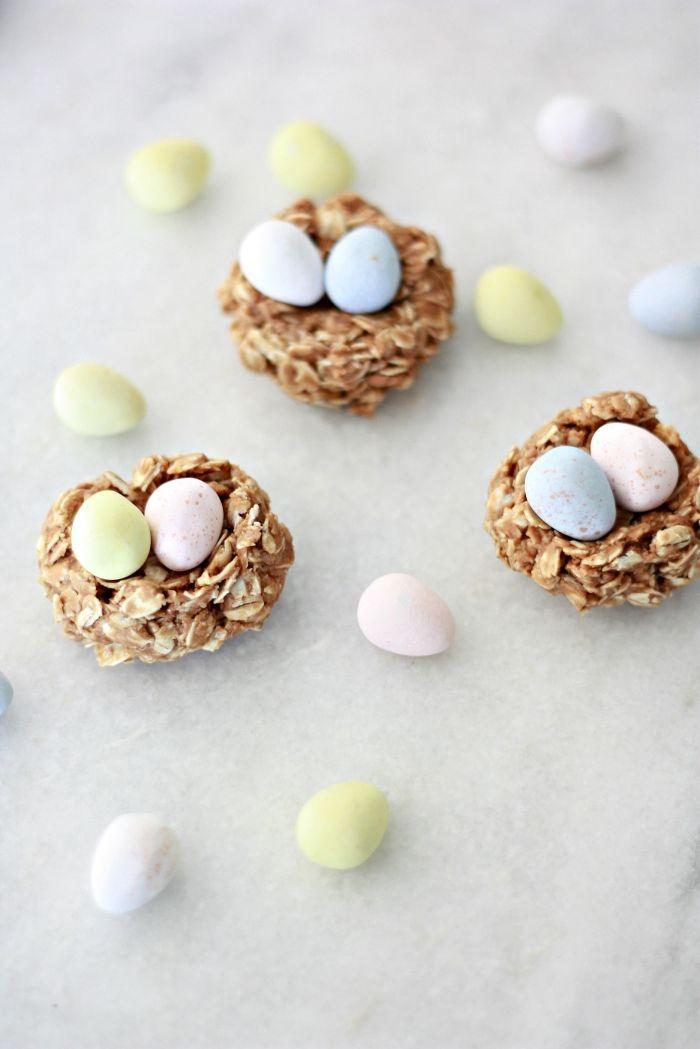 idée de recette nid de paques facile et healthy, comment faire des mini desserts de pâques avec flocons d'avoine et miel