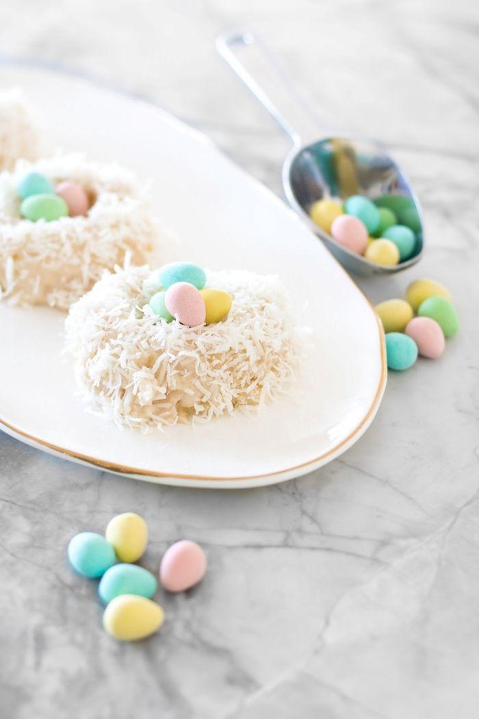 mini gateau de paques 2020 facile à faire soi-même, recette sucrée rapide pour la fête de pâques sous forme de nids